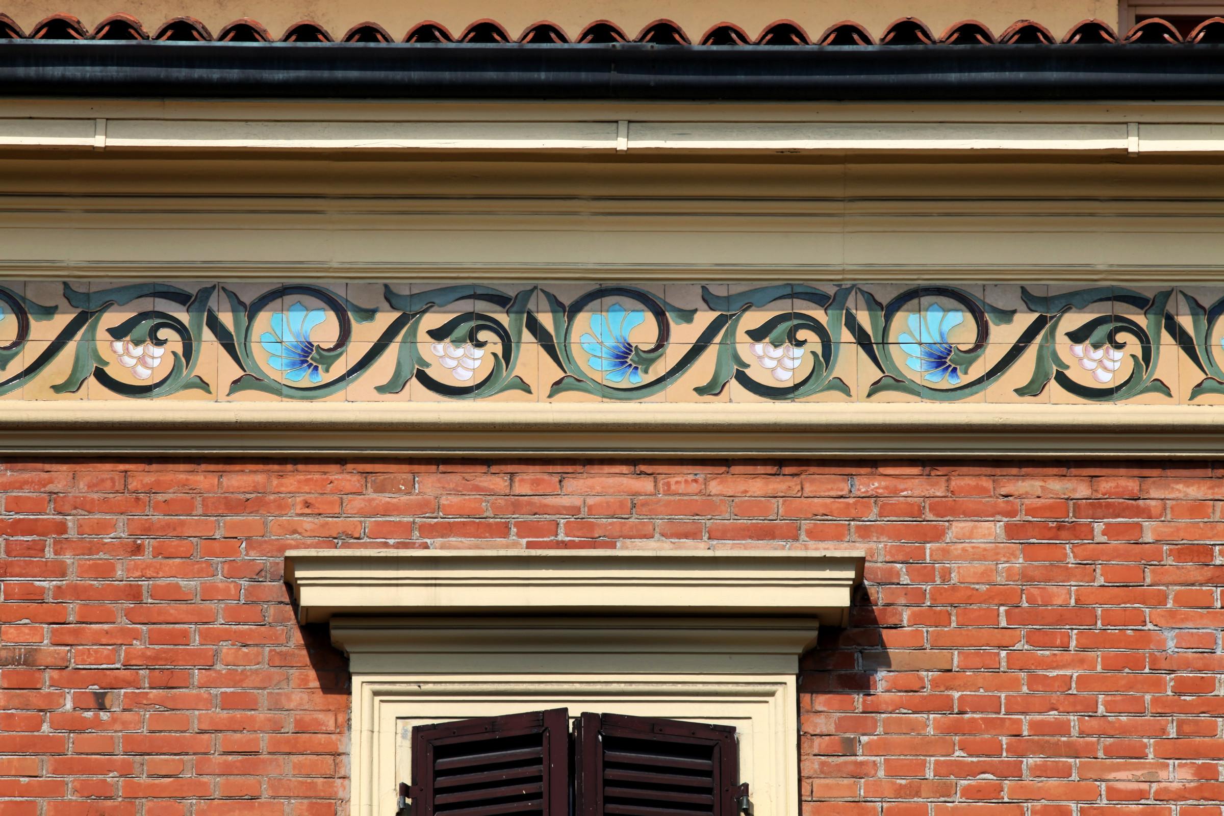 Bologna. Itinerario dell'architettura Liberty. Villa in viale Carducci 13/2, detta Casa dei Girasoli.